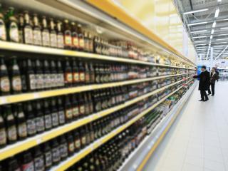 Кому запрещена продажа алкоголя и табачных изделий корсар сигареты вишня купить