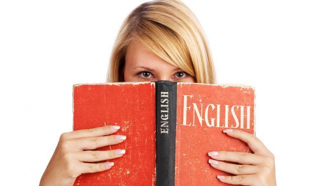 сам учит английский