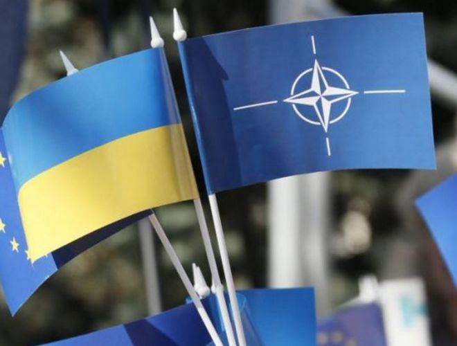 Порошенко поручил создать сайт о сотрудничестве Украины и НАТО