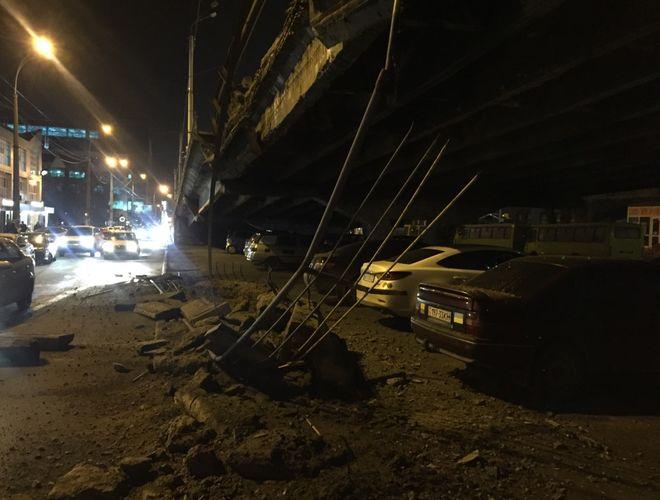 В Киеве обвалился Шулявский мост