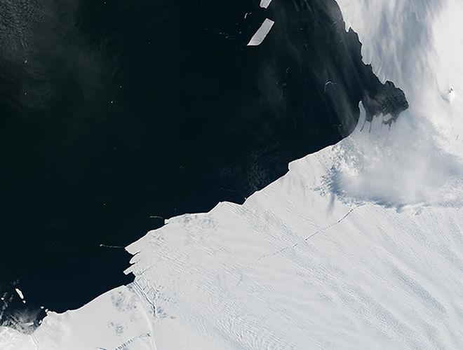 В Антарктике откололся айсберг размером с Манхэттен