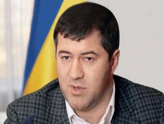 Активисты продолжают удерживать Насирова в здании суда