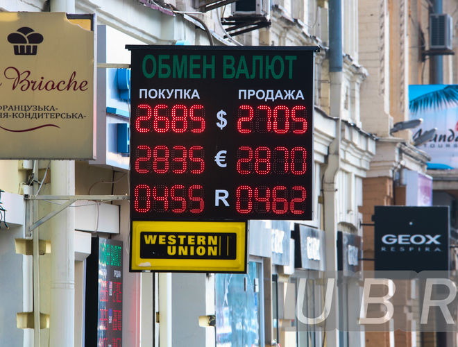 Курс доллара падает пока Нацбанк взвешивает валютную стратегию
