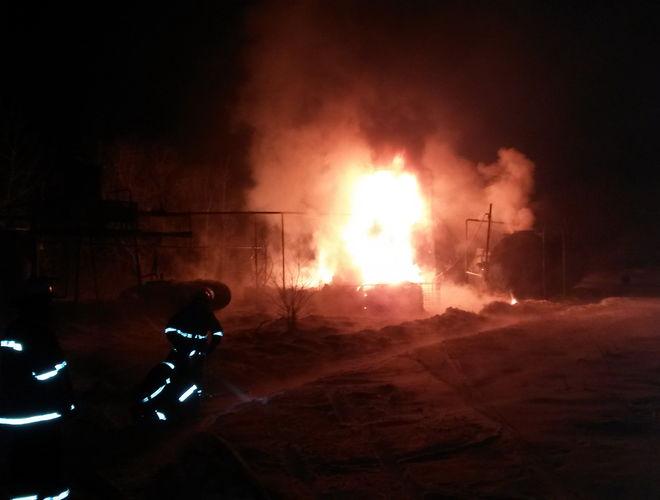 В Харьковской области горят емкости с мазутом и жидким газом