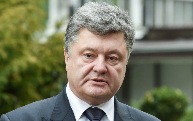 Порошенко утвердил против российских банков санкции Нацбанка и добавил свои