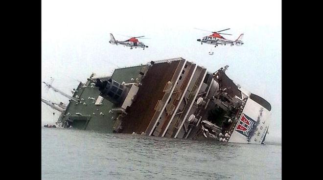 Как у берегов Корейского полуострова поднимали затонувший три года назад паром
