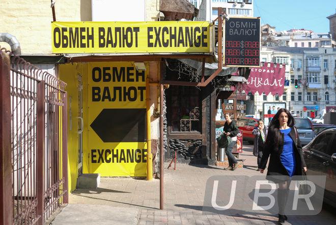 Банкиры: курс доллара продолжает расти из-за новых валютных правил