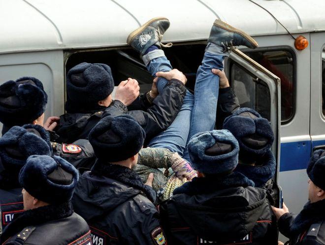 В Москве полиция задержала более 600 человек