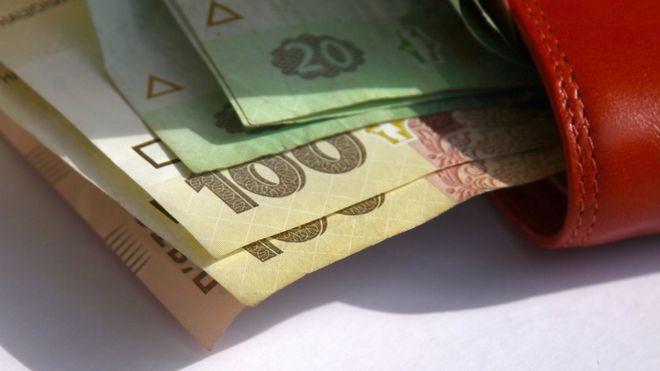 Выплату пенсий через российские банки в Украине останавливают