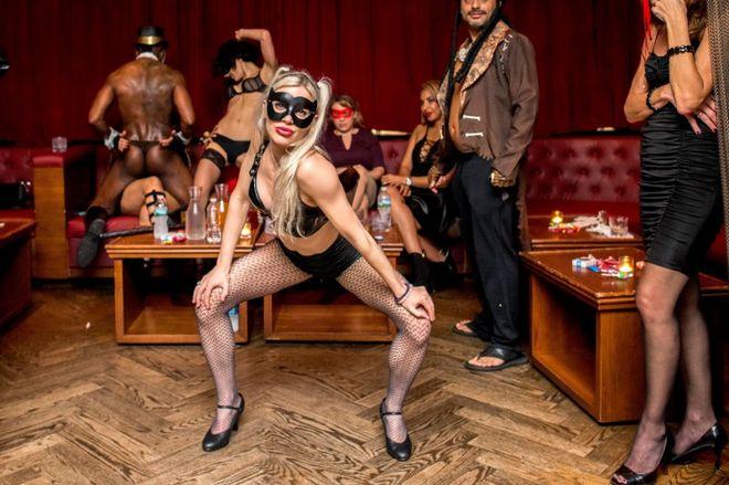 Сексвечеринки в ночном клубе