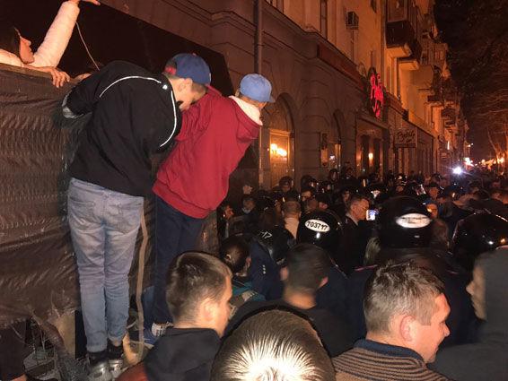 В Полтаве произошла массовая драка на акции протеста:есть пострадавшие