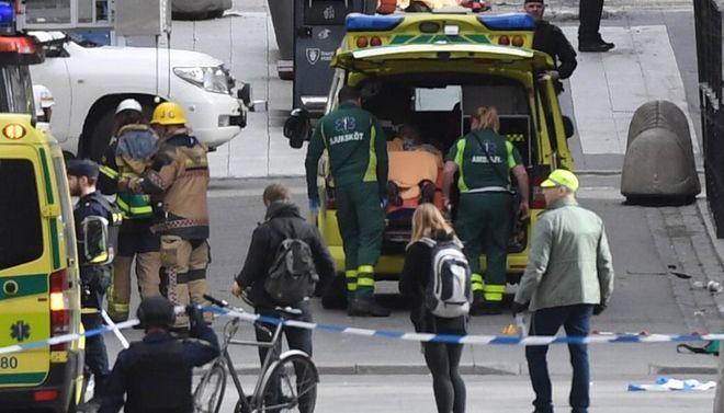 Шведская полиция сообщила национальность погибших в теракте в Стокгольме