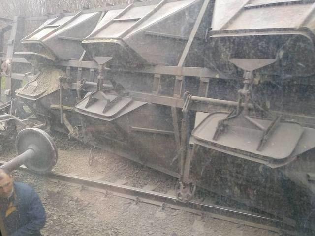 Железнодорожники выясняют причину схода вагонов в Волновахе