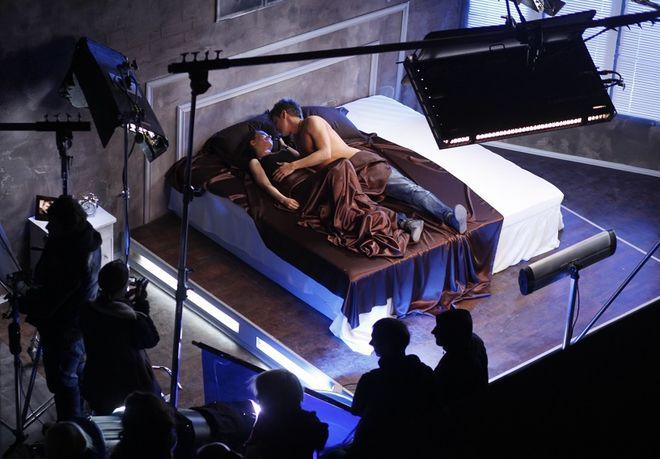 Показали, как снимают постельные сцены в кино
