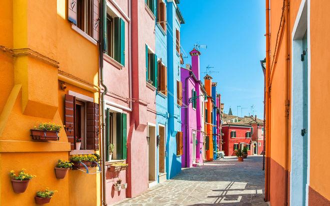 Показали самые цветные города планеты