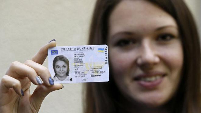 Сколько украинцев оформили биометрические загранпаспорта