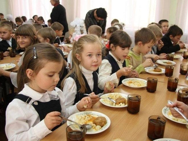 В украинских школах могут возобновить бесплатное питание