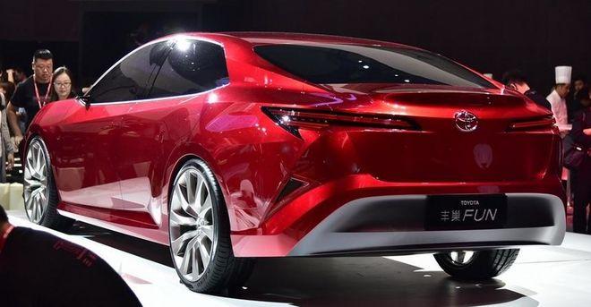 Toyota показала, как будет выглядеть новая Camry