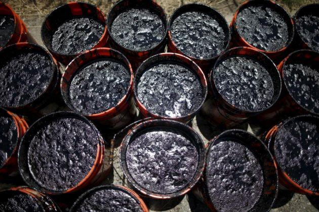 Цены на нефть рекордно упали