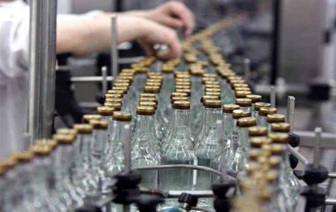 Госстат сообщил о сокращении производства спиртных напитков и сигарет