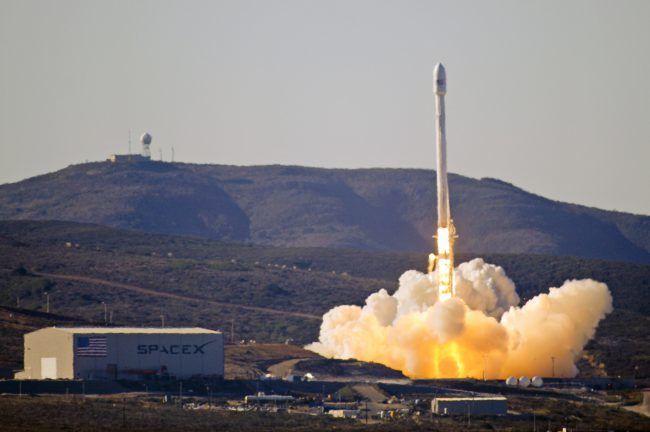 SpaceX в последний момент отложила запуск ракеты Falcon 9
