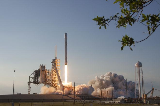 SpaceX впервые вывела на орбиту военный спутник