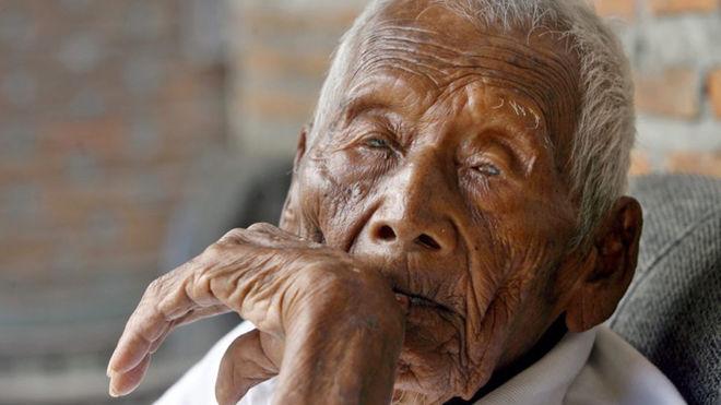 """""""Самый старый человек в мире"""" умер в Индонезии в 146 лет"""
