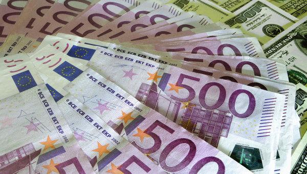 Евро дорожает к доллару в преддверии второго тура выборов во Франции