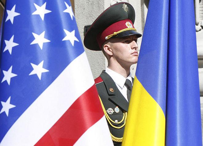 В США обещают помогать Украине деньгами и оружием