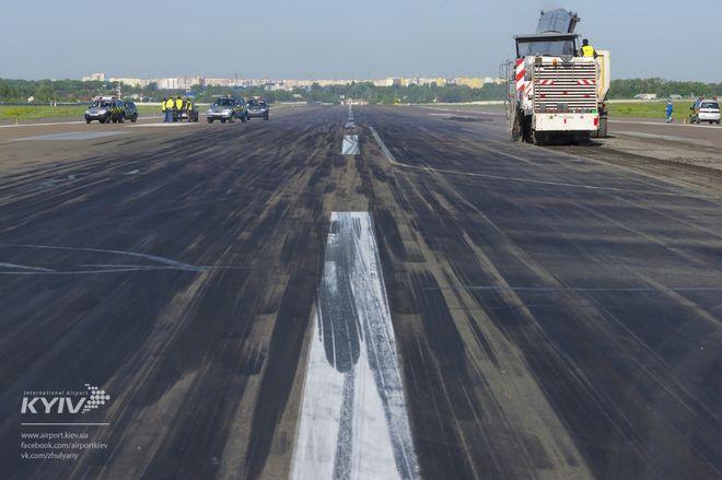 В аэропорту «Киев» начался ремонт взлетно-посадочной полосы