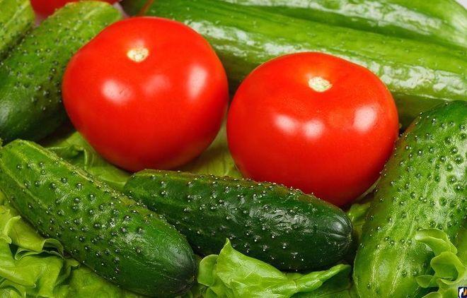 В Украине начали дешеветь огурцы и помидоры