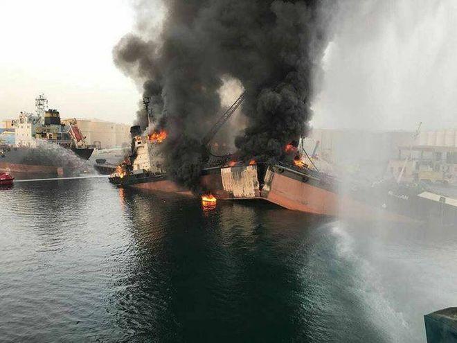 В порту ОАЭ взорвался танкер