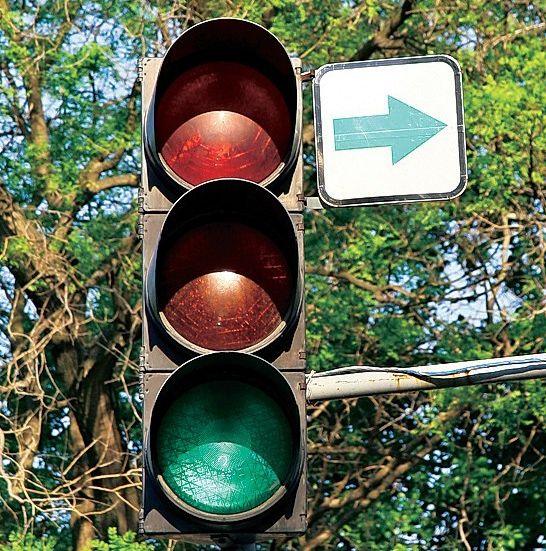 Украинцев заставят ездить на красный свет светофора