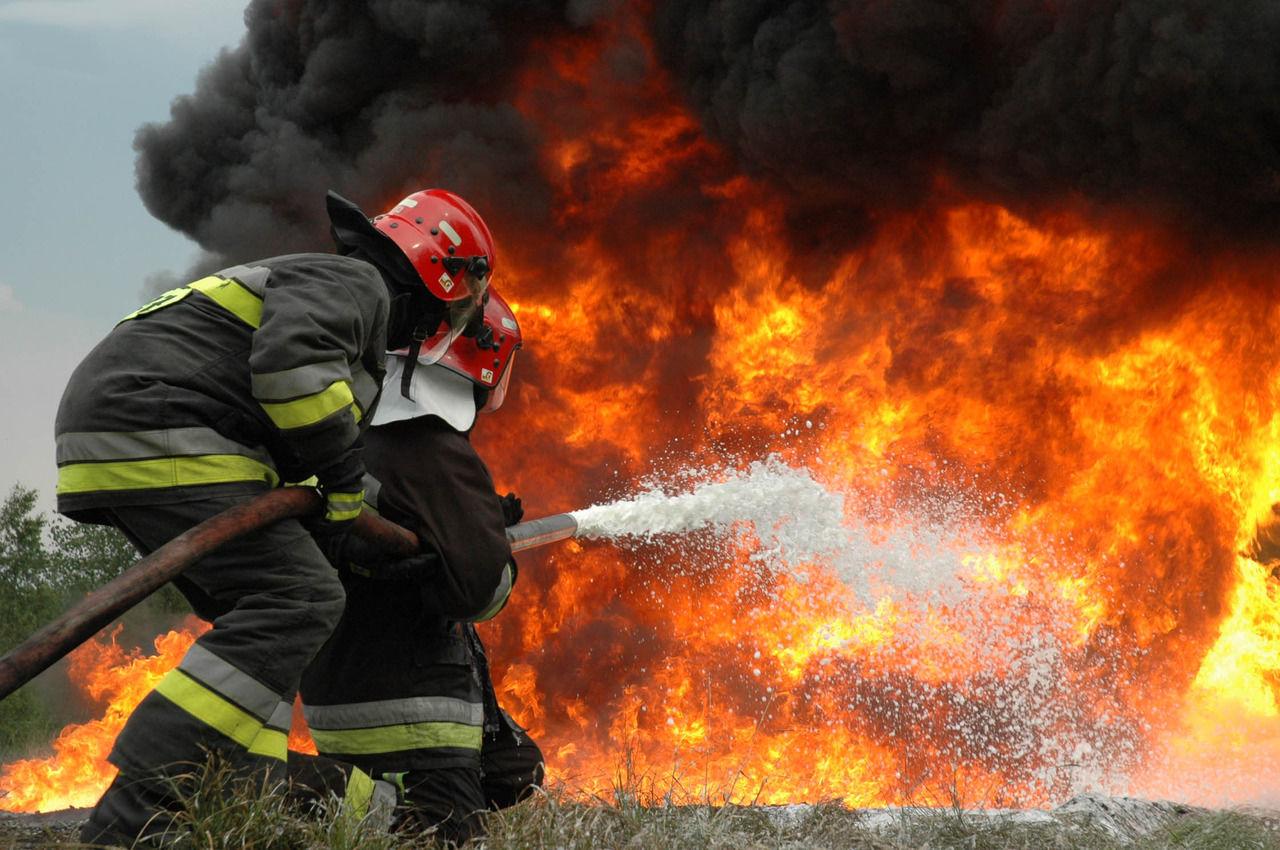 Под Киевом горит мусор
