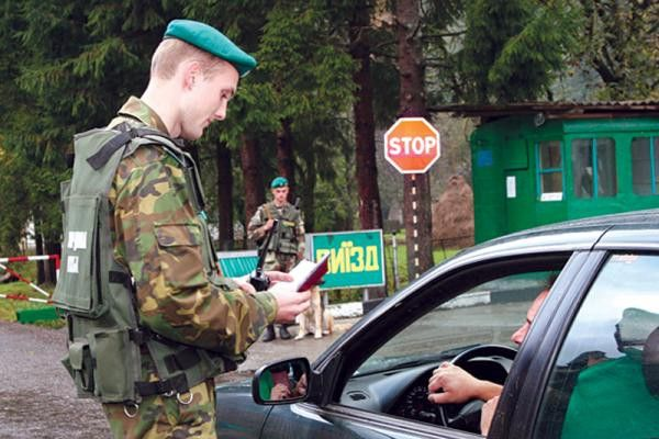 Мошенники пытались незаконно ввезти в Украину автомобили из Латвии