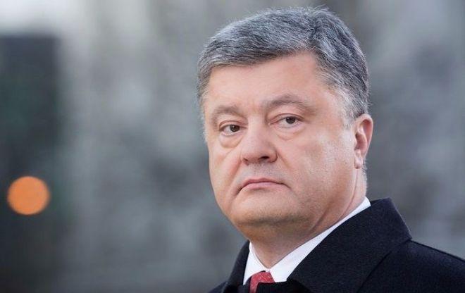 Порошенко пообещал ввести новый вид ответственности за ношение георгиевских лент