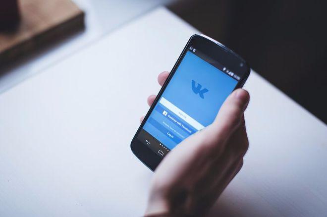 Украинцы массово подписывают петицию об отмене запрета российских соцсетей