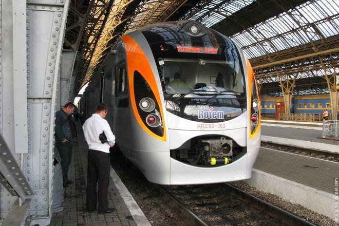 До осени Укрзализныця запустит еще два поезда в соседние страны