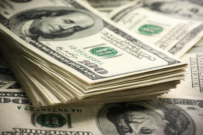 Доллар укрепляет позиции на фоне других валют