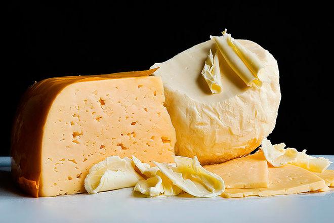Украина больше всего экспортирует масло, а импортирует сыр