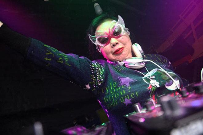Диджей в 80 лет покорила все модные танцполы мира