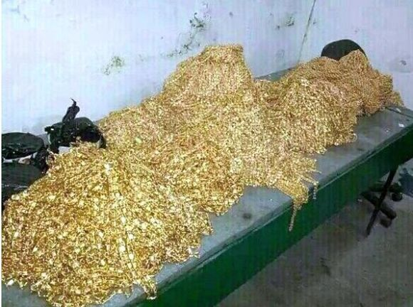 В Таджикистане у борца с коррупцией нашли золотой бункер
