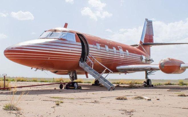 Самолет Элвиса Пресли продали за $430 тыс