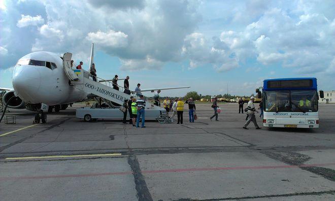 В Запорожье качество ремонта взлетно-посадочной полосы аэропорта