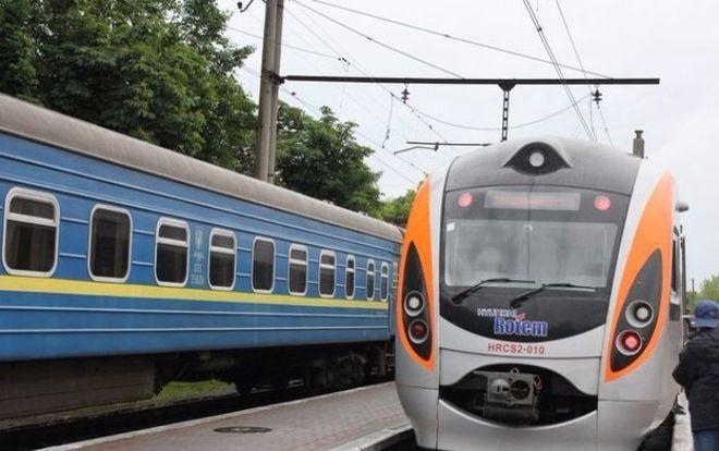 """""""Укрзализныця"""" продлила маршруты ряда поездов на летний период"""