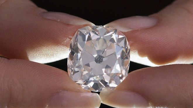 Купленный за 10 фунтов бриллиант продан за 656 тыс. фунтов на аукционе