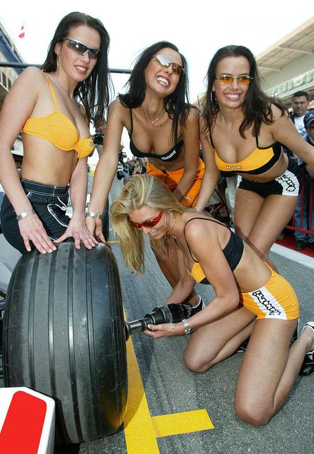 """Как выглядят самые красивые девушки на автогонках """"Формула-1"""""""