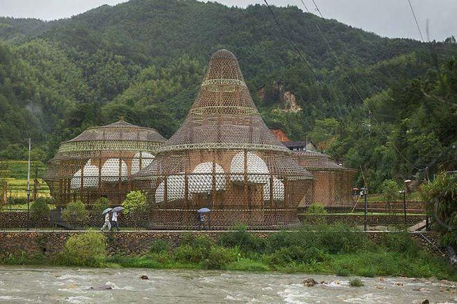 В Китае из бамбука построили мини-город