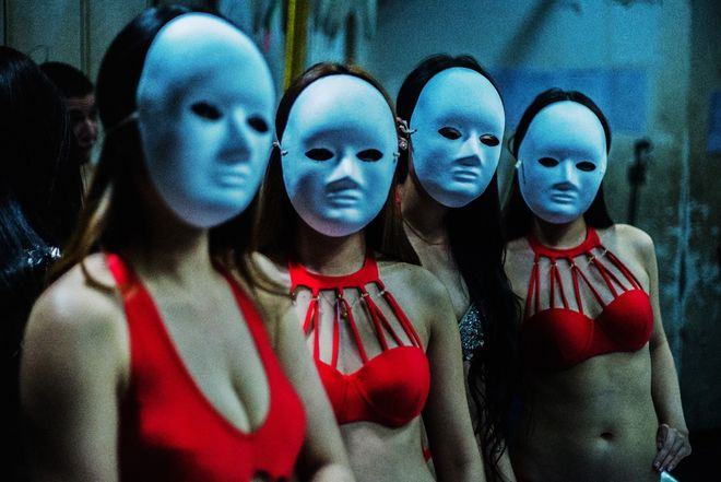 Масле разврат в украинских ночных клубах фото трогая сиськи