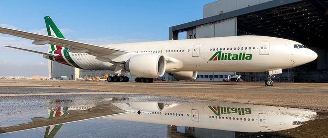 Крупнейшая авиакомпания Италии хочет объявить себя банкротом